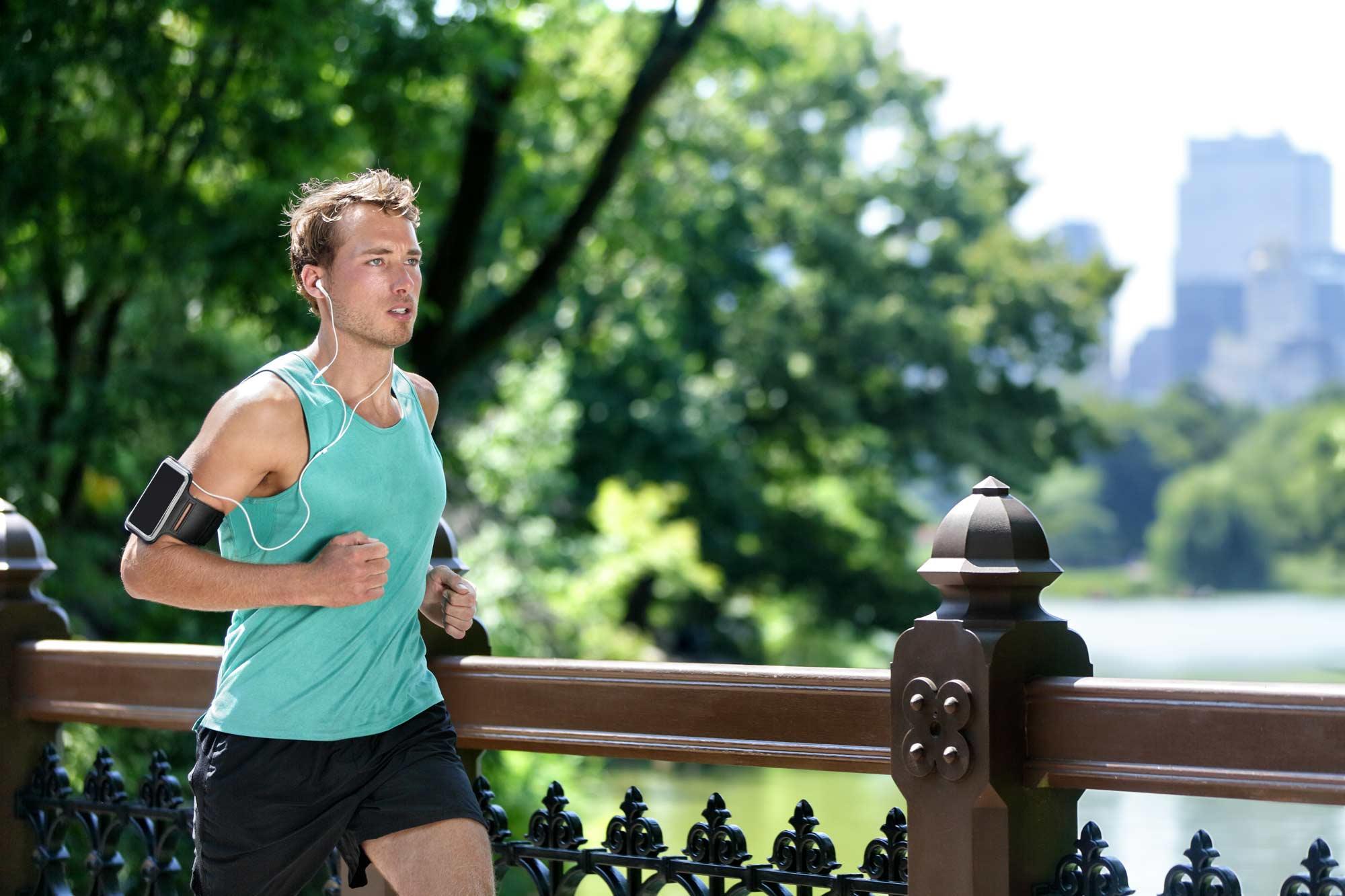 Rimettersi in forma con la corsa, ma con la giusta preparazione e idratazione