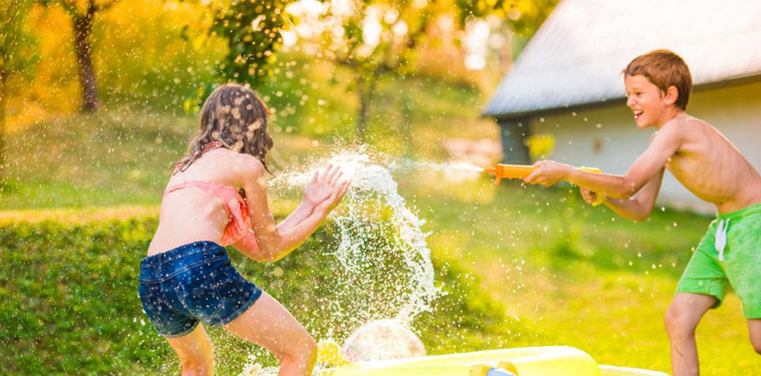 Giocare con l'acqua, un divertimento per tutte le età