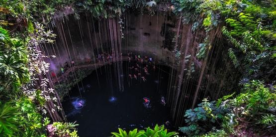 Immergersi nelle acque segrete dei Maya: i cenotes messicani