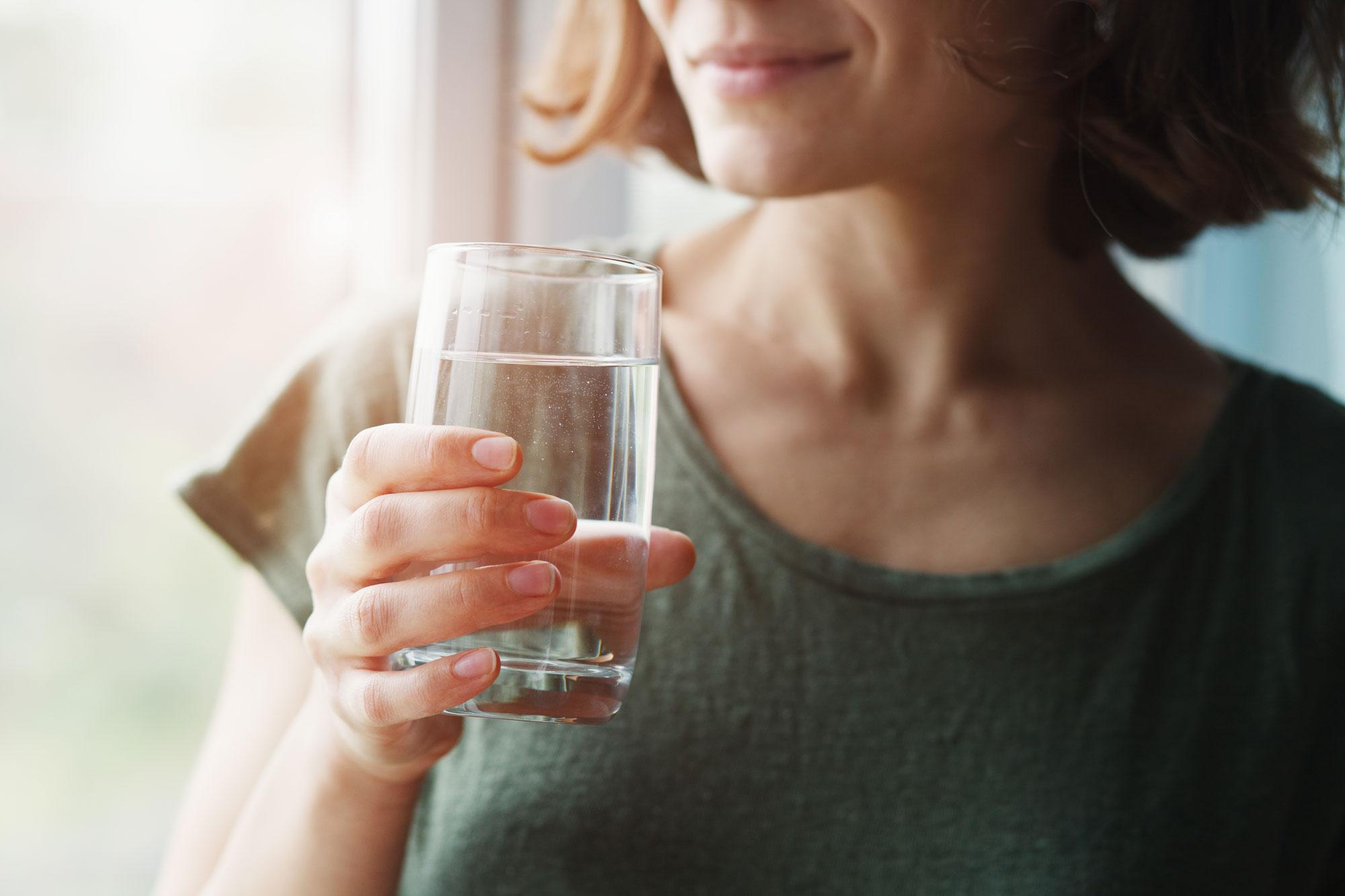 L'idratazione protegge dai disturbi gastrointestinali.