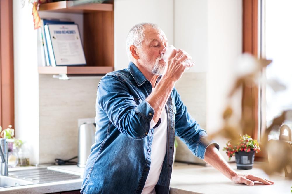 Uno studio ci rivela come l'acqua migliora gli effetti di una dieta ricca di fibre in pazienti che soffrono di costipazione cronica